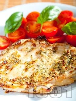 Пикантни пилешки пържоли от гърди с тиквени семки печени на оребрен грил тиган - снимка на рецептата